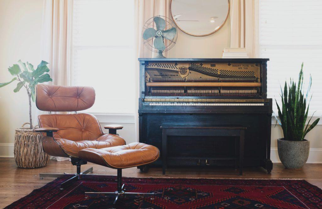 wood-chair-floor-interior-window-home-136282-pxhere.com
